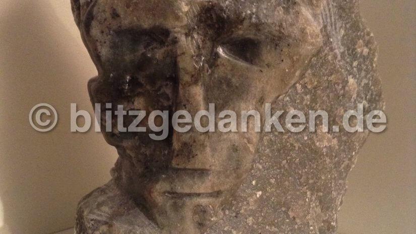 Gesicht aus Stein