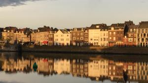 Häuser an der Maas