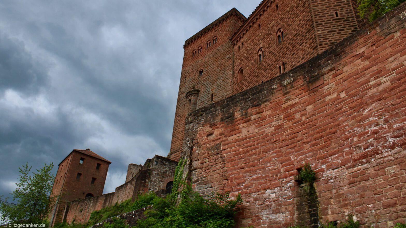 Burg Trifels - Blick vom Fuße nach oben